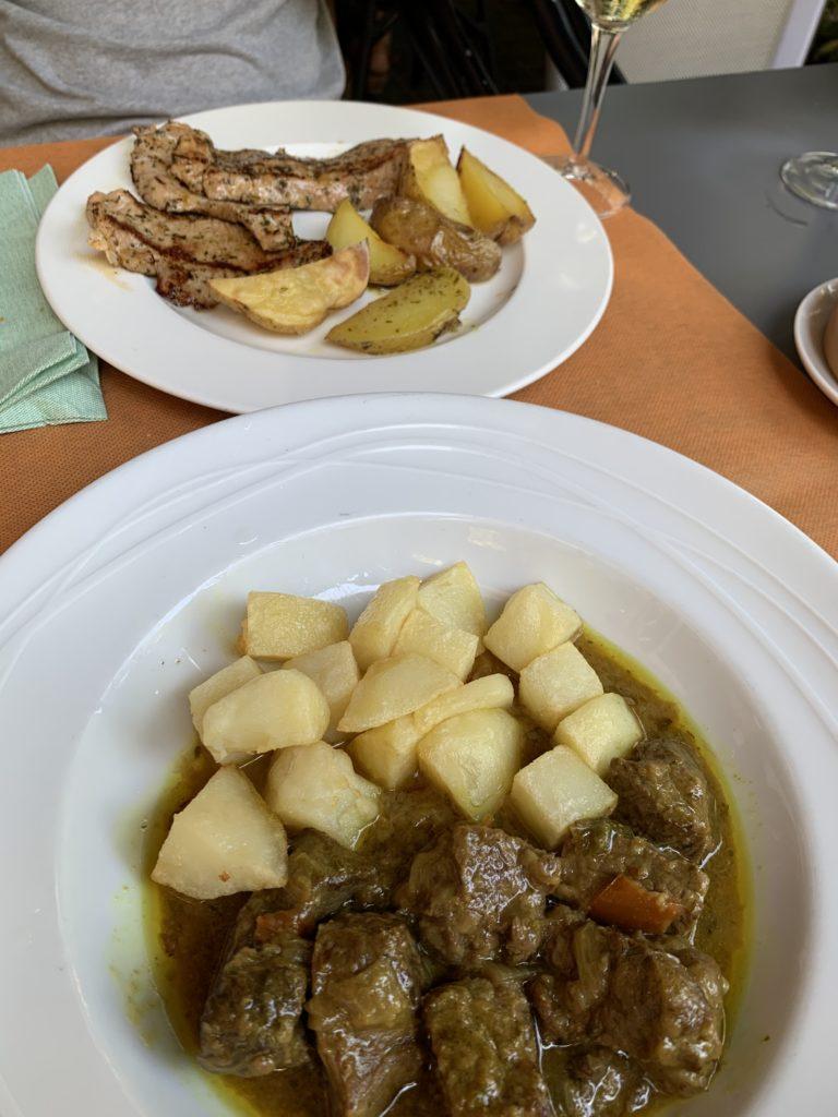 バルセロナ、グラシア地区のレストランでランチ