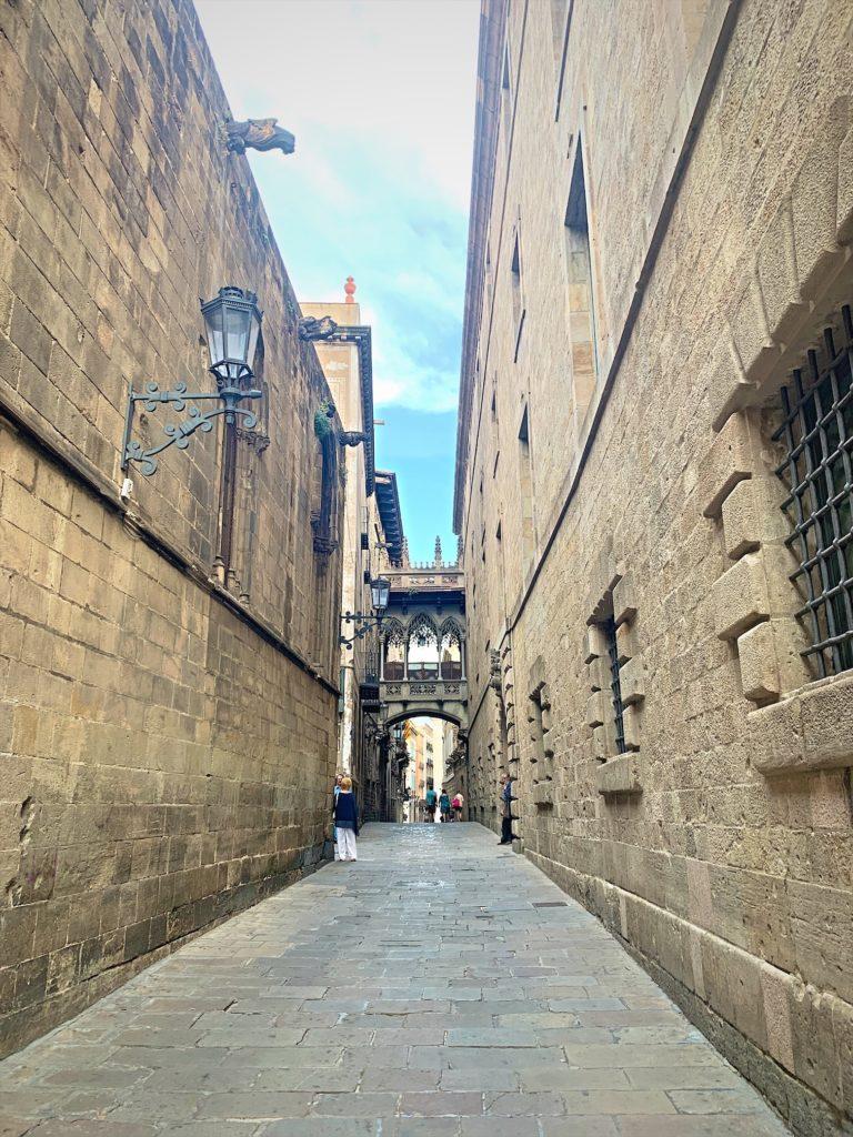 バルセロナ大聖堂は圧巻の姿