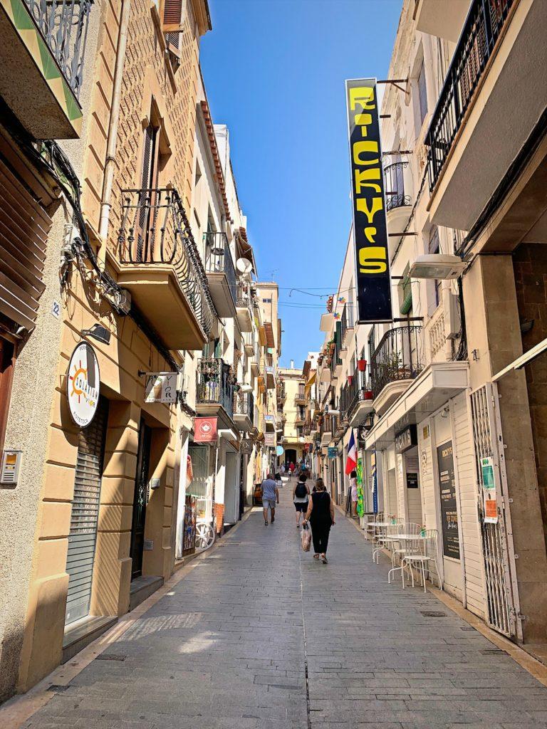 バルセロナで日帰りリゾート、シッチェス