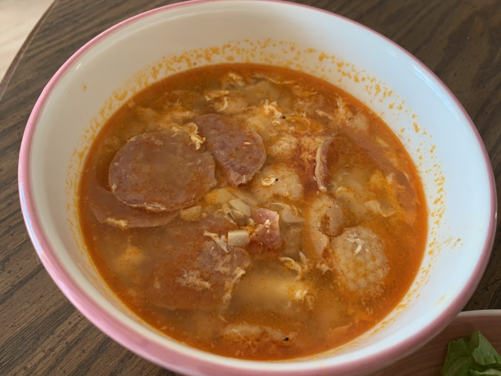 スペインの伝統料理「ニンニクスープ」