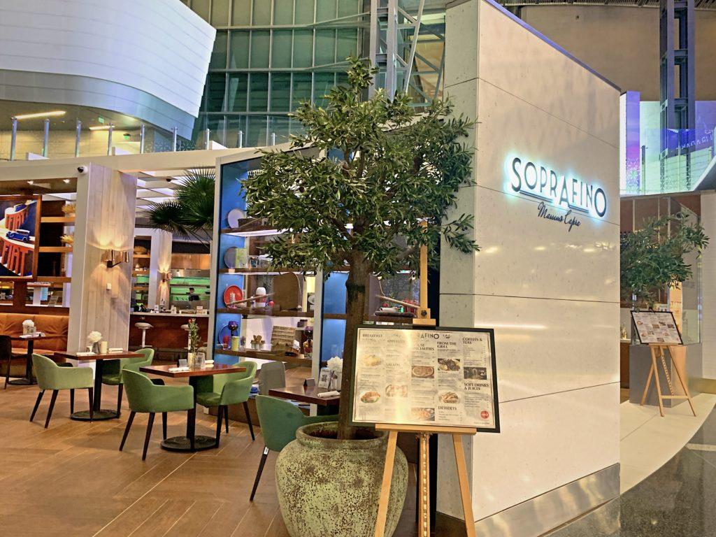 ハマド国際空港でカフェ
