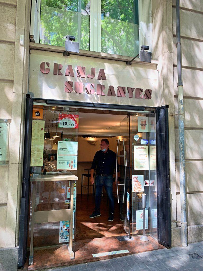 バルセロナの地元人に愛されるカフェ