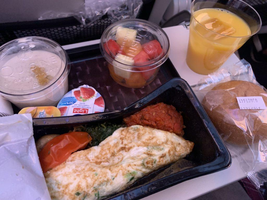 カタール航空バルセロナ行き機内食