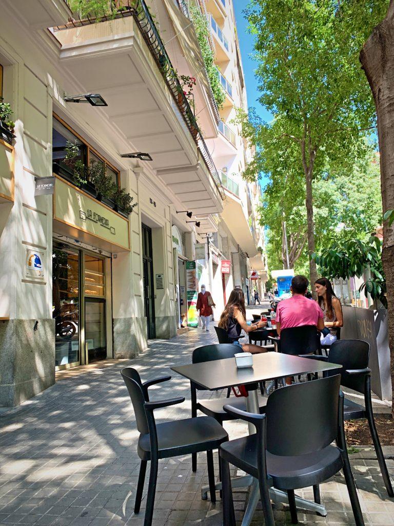 バルセロナの地元民に愛されるカフェ
