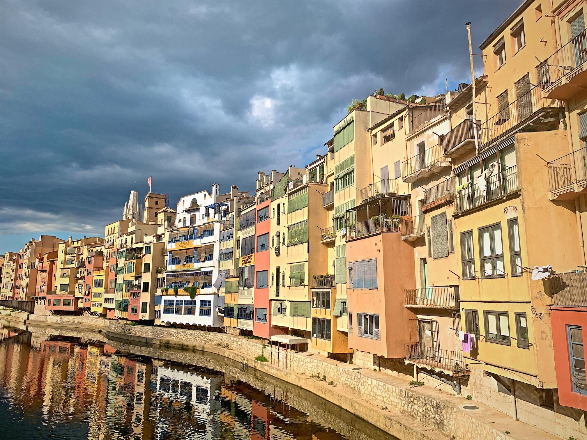バルセロナからジローナに日帰り旅行!「オニャール川の街並み」