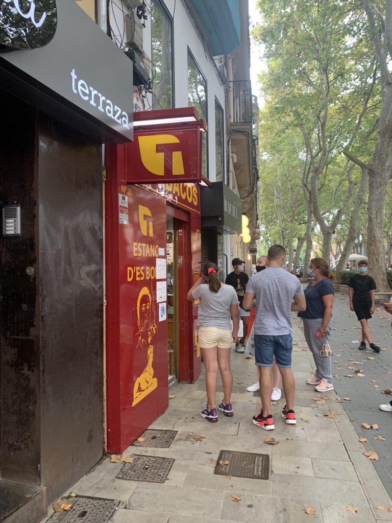 タバコ屋でSIMカードチャージ(スペイン)