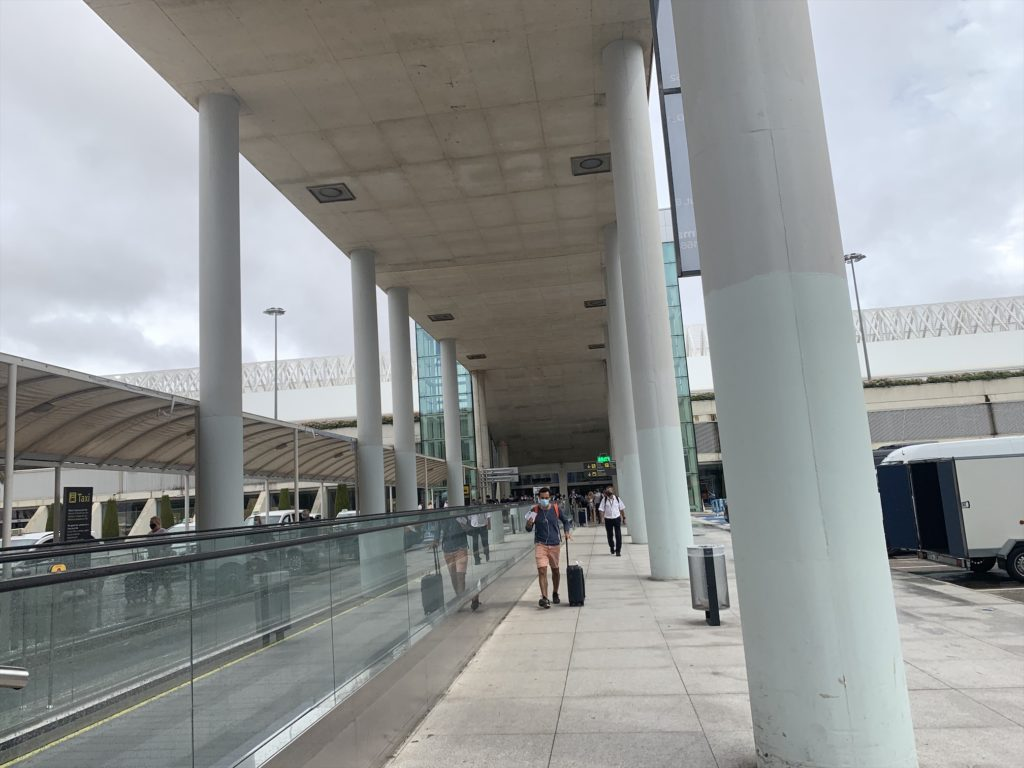 パルマ空港でレンタカーを借りる