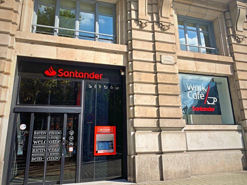 スペイン、バルセロナで銀行開設「Santandel」