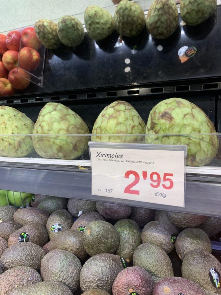 スペインの果物チェリモヤ