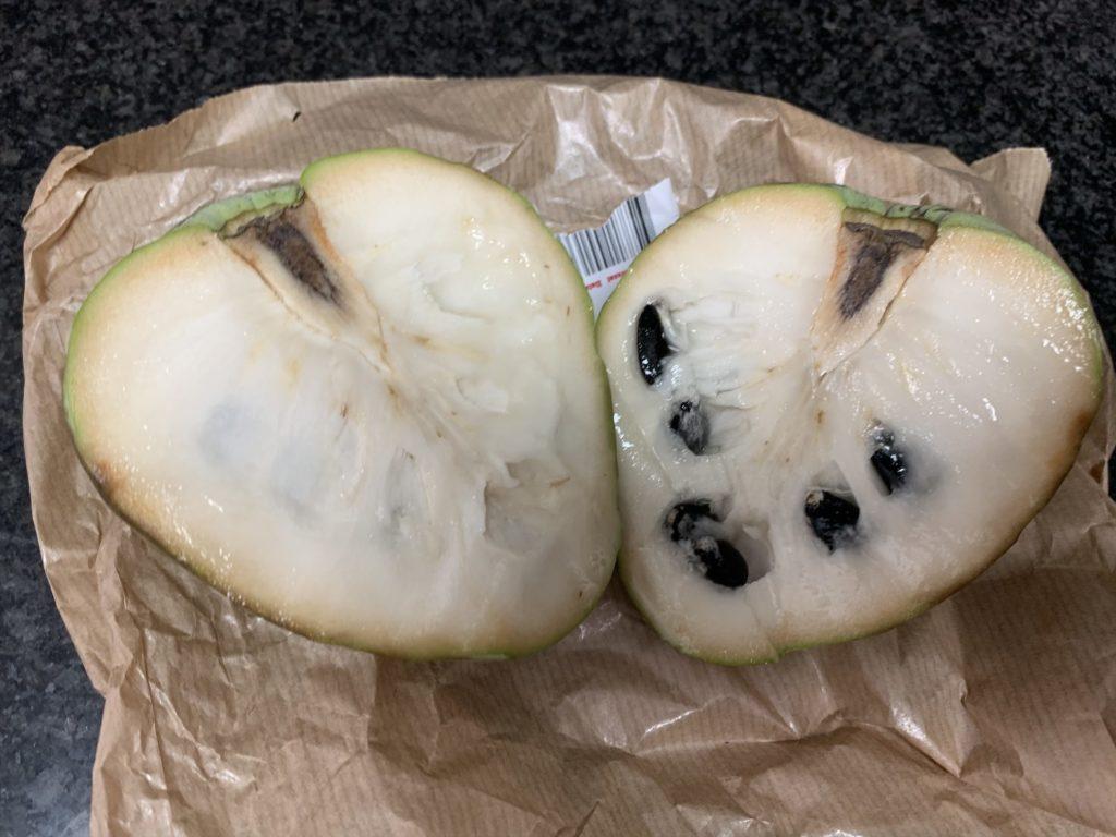 スペインの果物チェリモヤ世界三大果物