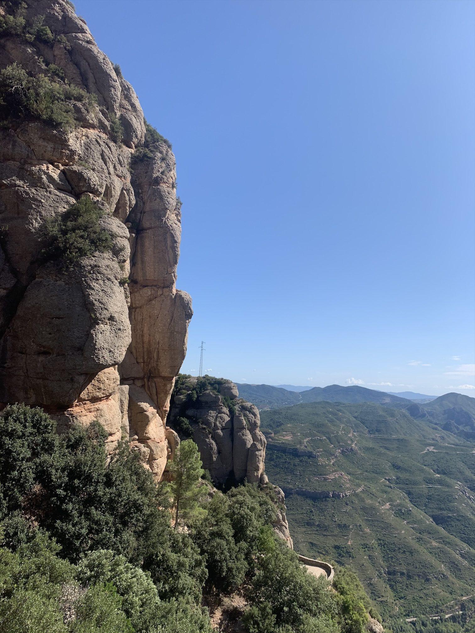 スペインバルセロナのモンセラットに登山
