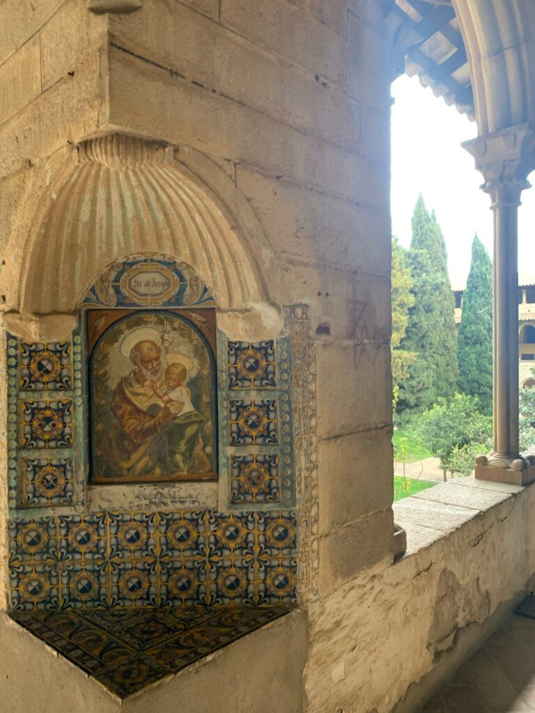 バルセロナ観光、ペドラルベス修道院