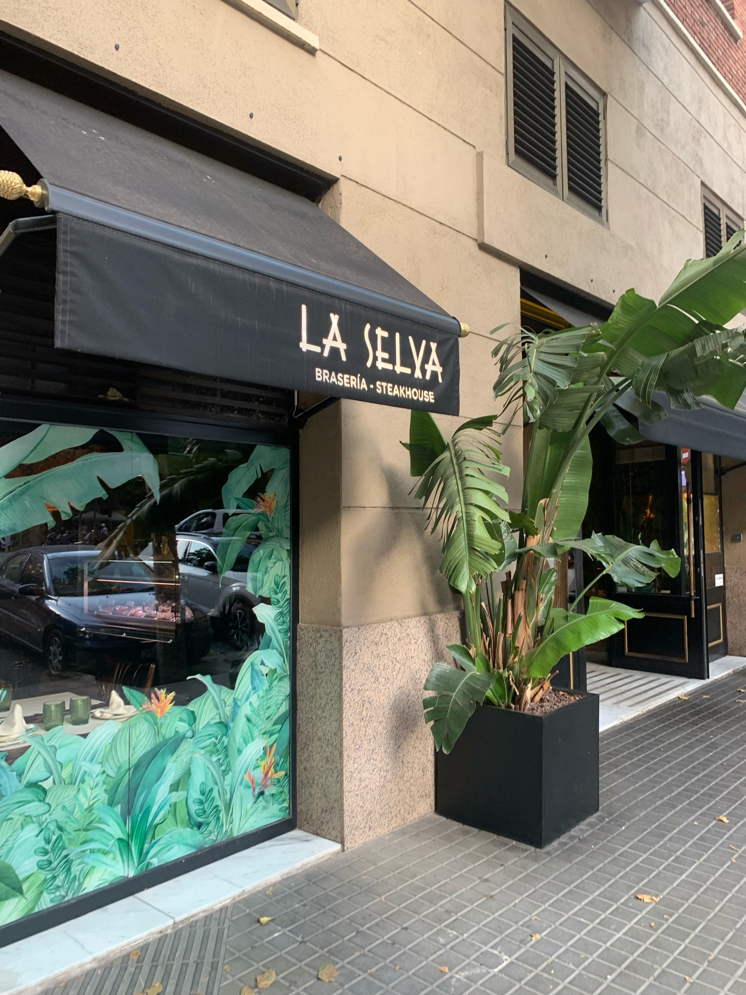 バルセロナのステーキ屋さん「La Serva」