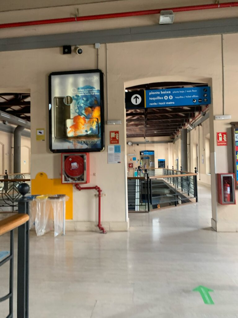 バルセロナからフランスにバス旅行