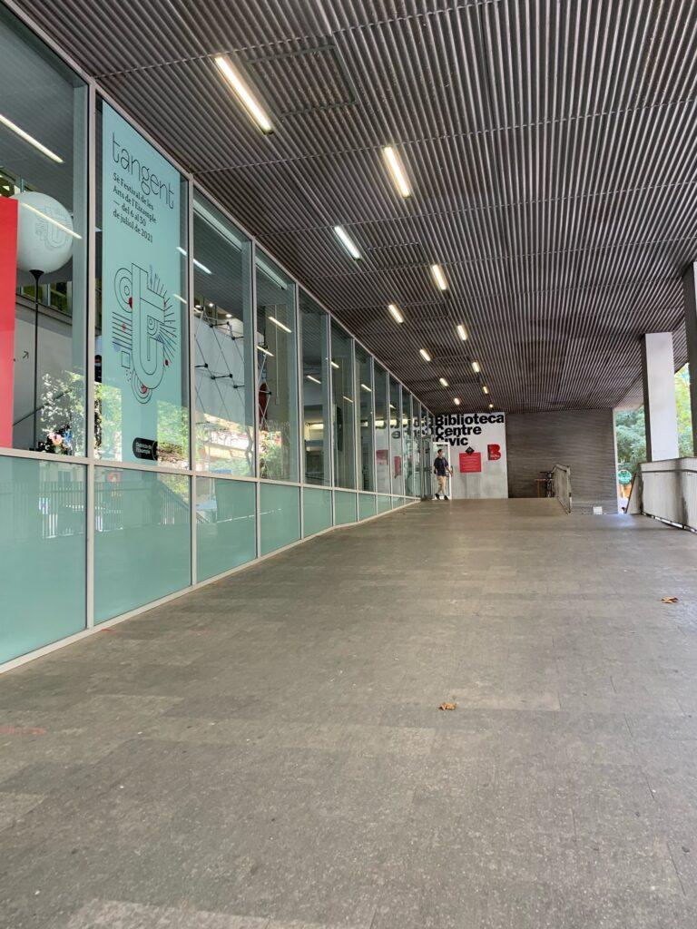バルセロナの公立図書館、サグラダファミリア図書館へ