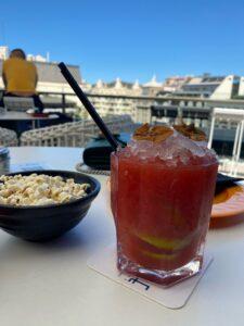 バルセロナが一望できるバーでランチ